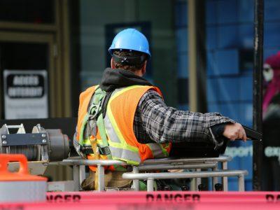TRT4 – Empregado que trabalhou em condições precárias de estrutura e higiene deve ser indenizado por danos morais.